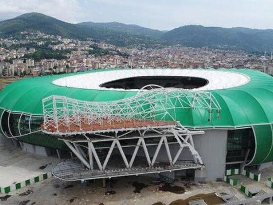 Bursa Da Timsah Arena Nin Kablolarini Calmislar Boldmedya