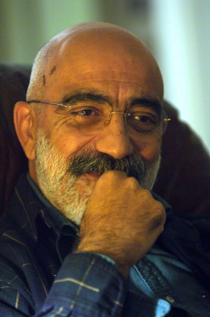 Ahmet Altan, Aralık 2009, Erenköy'deki evi. Fotoğraf. Mustafa Kirazlı